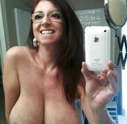 défoncer gros seins cougar lunettes salope
